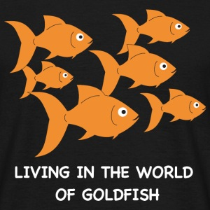 Living in the World of Goldfish - Männer T-Shirt