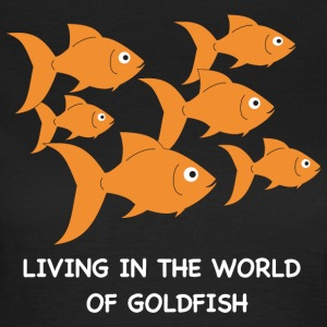 Living in the World of Goldfish - Frauen T-Shirt