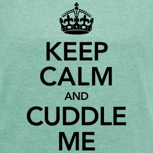 Keep Calm And Cuddle Me T-Shirts - Frauen T-Shirt mit gerollten Ärmeln