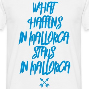 what happens in mallorca stays in mallorca  T-Shirts - Männer T-Shirt