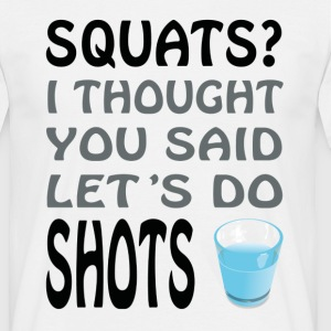 Squats or Shots - Mannen T-shirt