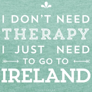I don't need Therapy, I just need to go to Ireland T-Shirts - Frauen T-Shirt mit gerollten Ärmeln