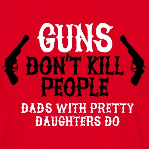 Guns don't kill people Dads with pretty daughters  T-Shirts - Männer T-Shirt