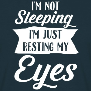I'm Not Sleeping. I'm Just Resting My Eyes T-shirts - T-shirt herr