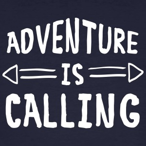 Adventure Is Calling T-shirts - Mannen Bio-T-shirt