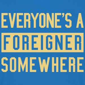 everyone's a foreigner somewhere - Männer T-Shirt