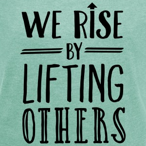 We Rise By Lifting Others Magliette - Maglietta da donna con risvolti
