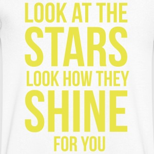 Look at the stars. Look how they shine for you T-Shirts - Männer T-Shirt mit V-Ausschnitt
