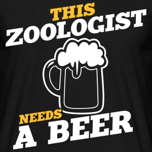 this zoologist needs a beer - Männer T-Shirt