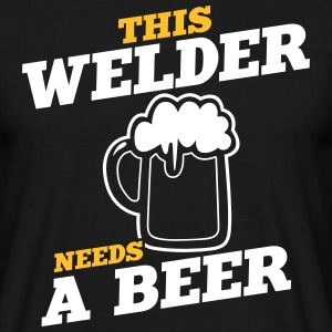 this welder needs a beer - Männer T-Shirt