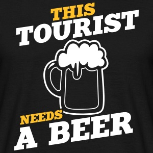 this tourist needs a beer - Männer T-Shirt