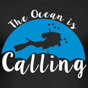 The Ocean Is Calling - Männer Slim Fit T-Shirt