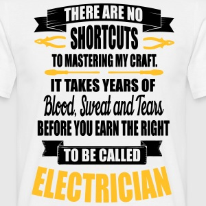 Electrician - it takes years of blood T-skjorter - T-skjorte for menn
