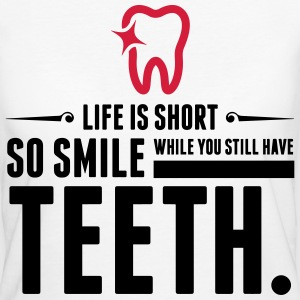 Life is Short. Smile While You Have Teeth! (2015) T-Shirts - Frauen Bio-T-Shirt