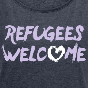 Refugees welcome + heart T-Shirts - Women's T-shirt with rolled up sleeves