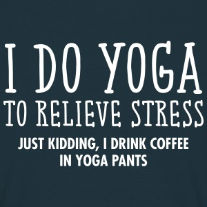 I Do Yoga To Relieve Stress... T-shirts - Mannen T-shirt