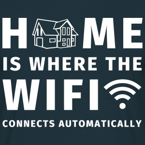 Home is where the WIFI connects automatically T-skjorter - T-skjorte for menn