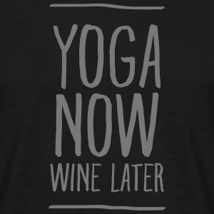 Yoga Now - Wine Later T-Shirts - Männer T-Shirt