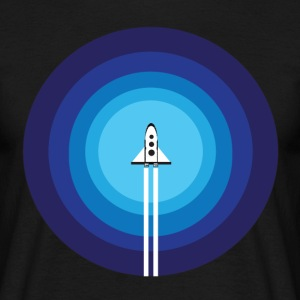 Rocket ship flies past the Blue Planet - Men's T-Shirt