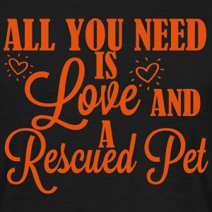 Love and a rescued pet T-skjorter - T-skjorte for menn