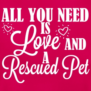 Love and a rescued pet Camisetas - Camiseta mujer