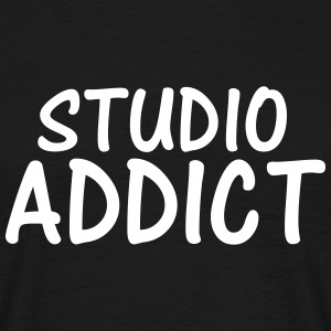 studio addict T-Shirts - Men's T-Shirt