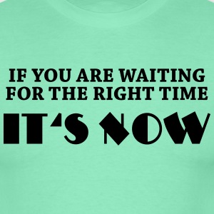 If you are waiting for the right time... T-shirts - Mannen T-shirt
