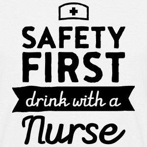 Safety First - Drink With A Nurse T-shirts - Mannen T-shirt