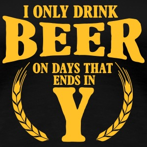 I only drink beer on days with y Tee shirts - T-shirt Premium Femme