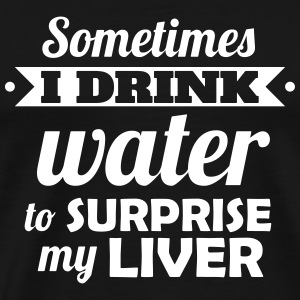 I drink water to surprise my liver Magliette - Maglietta Premium da uomo