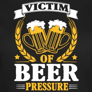 Victim of beer pressure Tee shirts - T-shirt Femme