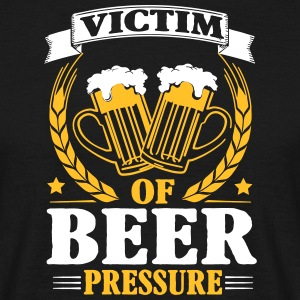 Victim of beer pressure T-skjorter - T-skjorte for menn
