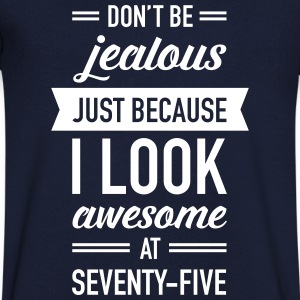 Awesome At Seventy-Five T-shirts - Mannen T-shirt met V-hals