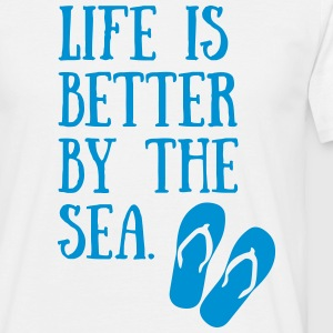 17-30 Life Is Better By The Sea T-Shirts - Männer T-Shirt