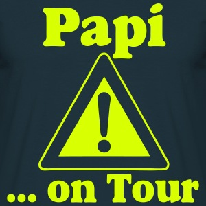 Vatertag ,Papi on Tour T-Shirts - Männer T-Shirt