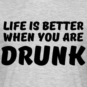Life is better when you are drunk T-Shirts - Männer T-Shirt