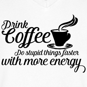 Drink coffee T-skjorter - T-skjorte med V-utsnitt for menn