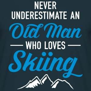Never Underestimate An Old Man Who Loves Skiing Camisetas - Camiseta hombre