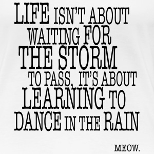 Life is about Dancing in the Rain T-Shirts - Frauen Premium T-Shirt
