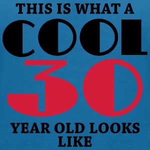 This is what a cool 30 year old looks like T-shirts - Vrouwen T-shirt met V-hals