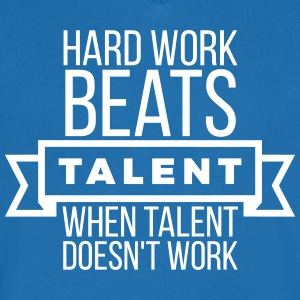 hard work beats talent when talent doesn't work Camisetas - Camiseta de pico hombre