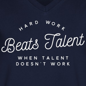 hard work beats talent when talent doesn't work Magliette - Maglietta da uomo con scollo a V