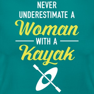 Never Underestimate A Woman With A Kayak T-Shirts - Frauen T-Shirt