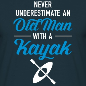 Never Underestimate An Old Man With A Kayak Camisetas - Camiseta hombre