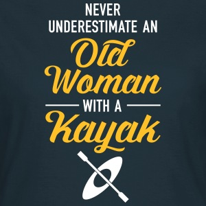 Never Underestimate An Old Woman With A Kayak Camisetas - Camiseta mujer
