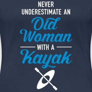 Never Underestimate An Old Woman With A Kayak T-Shirts - Frauen Premium T-Shirt