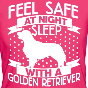 Feel safe at night - Retriever T-Shirts - Women's Organic T-shirt