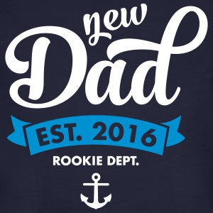 New Dad Est. 2016 - Rookie Dept. (Anchor) T-shirts - Mannen Bio-T-shirt