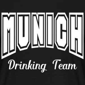 munich drinking team T-Shirts - Männer T-Shirt