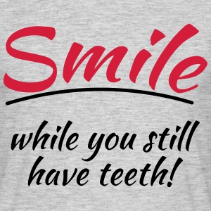 Smile while you still have teeth T-Shirts - Männer T-Shirt
